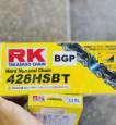 Sên RK vàng đen 428HSBT - 132L chính hãng