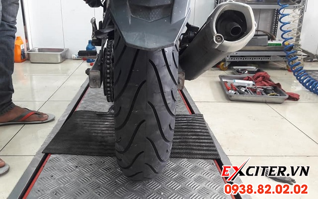 Vỏ michelin pilot street 14070-17 cho exciter 150 - 1