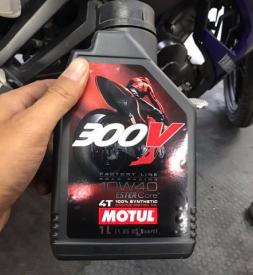 Nhớt Motul 300V 10W40 1L nhập khẩu Pháp cho Exciter 150