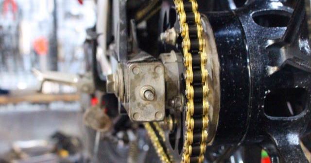 Sên xích xe Exciter 150 bị kêu và cách khắc phục